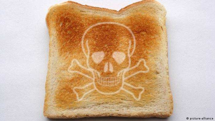 A slice of toast with a skull on it (picture-alliance)