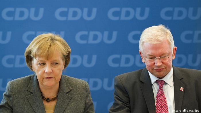 Angela Merkel und Roland Koch im CDU-Bundesvorstand (22.02.2010) (picture-alliance/dpa)