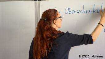 DW-Reportage aus Wien | Flüchtlinge & Integration | Waltraud Gsell, Lehrerin