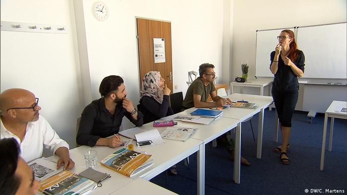 DW-Reportage aus Wien | Flüchtlinge & Integration | Sprachunterricht