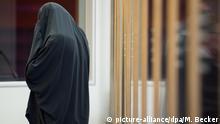 Deutschland 2015 Prozess gegen IS-Helfer in Düsseldorf | Angeklagte Karolina R.
