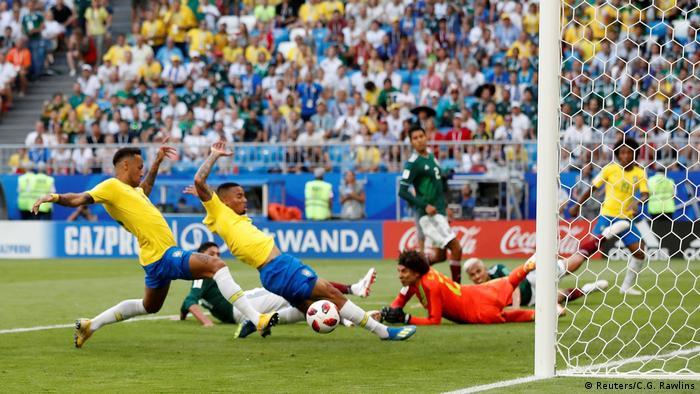Fußball WM 2018 Brasilien vs Mexiko Tor