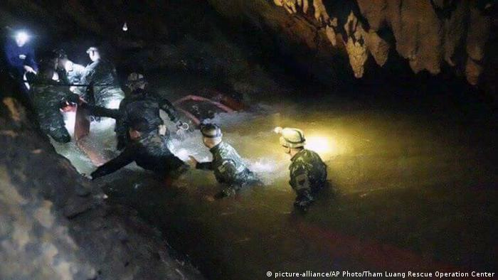 Thailand Rettungsaktion Höhle Jugendfußballmannschaft (picture-alliance/AP Photo/Tham Luang Rescue Operation Center)