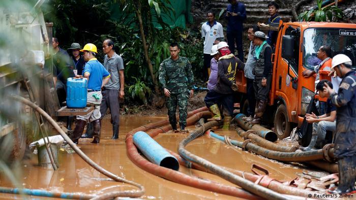 Arama kurtarma faaliyetlerine çok sayıda ekip katıldı.