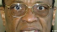 Der Praesident der Republik Niger, Mamadou Tandja, am Dienstag, 28. Oktober 2003, in Berlin. (AP Photo/Fritz Reiss) --- The President of the Republic of Niger, Mamadou Tandja, in Berlin on Tuesday, Oct. 28, 2003. (AP Photo/Fritz Reiss)