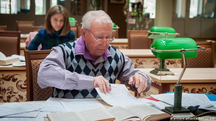 Ältere Menschen in Russland (picture alliance/Zumapress)