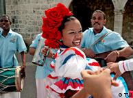 Folklore Santo Domingo Pressebild: TUI Eine Folkloregruppe musiziert in der Innenstadt von Santo Domingo.