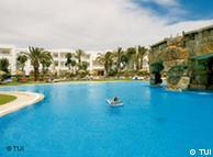Der Swimmingpool im Magic Life Africana Imperial in Tunesien Pressefoto: TUI