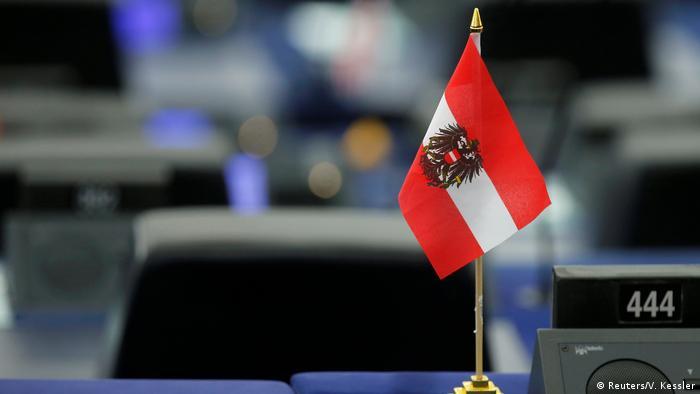 Bandera austríaca en el Parlamento Europeo.