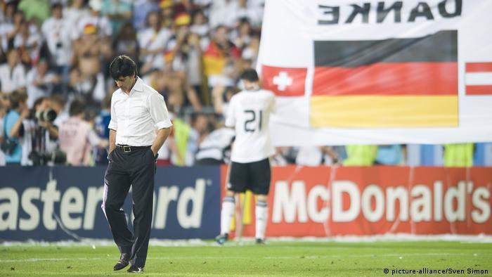 Fußball-EM 2008   Bundestrainer Joachim Löw (picture-alliance/Sven Simon)