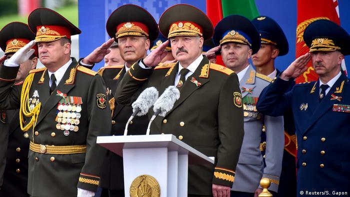 Александр Лукашенко на параде с главами силовых ведомств