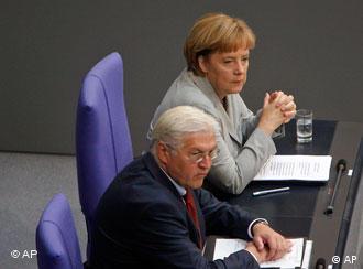 Angela Merkel and Frank-Walter Steinmeier in the special Bundestag session to debate the Lisbon Treaty
