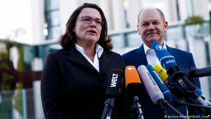 SPD lideri ve SPD'nin Meclis Grubu Başkanı Andrea Nahles ve SPD'li Başbakan Yardımcısı Olaf Scholz, görüşme sonrası bir açıklama yaparak, henüz tüm soruların giderilmediğini kaydetti.