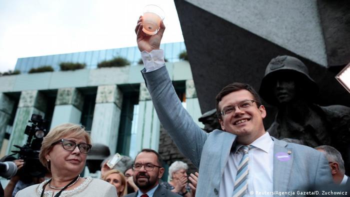 Верховна суддя Польщі Малгожата Герсорф (л) та прибічники опозиції протестують проти судової реформи