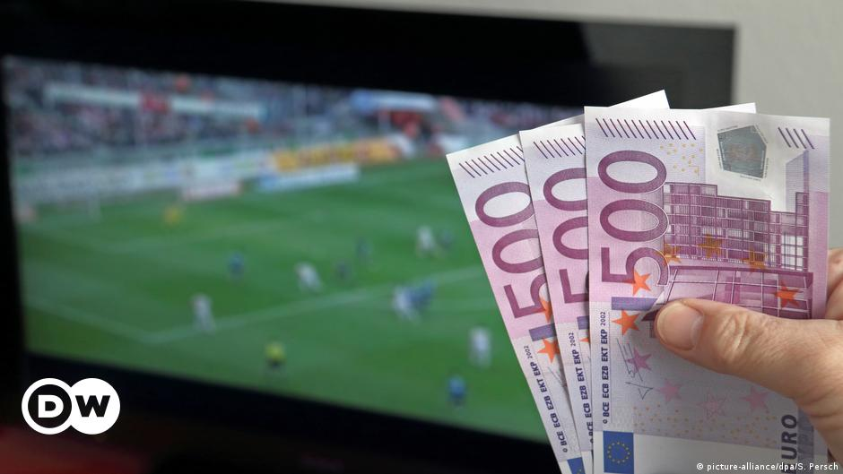 Coronavirus and online betting: A ′perfect storm′ for gambling addicts |  Sports| German football and major international sports news | DW |  14.04.2020
