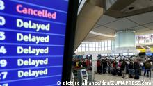 Symbolbild | Flughafenanzeige - Verspätung