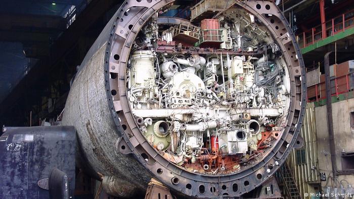 Один из этапов утилизации АПЛ - до демонтажа оборудования