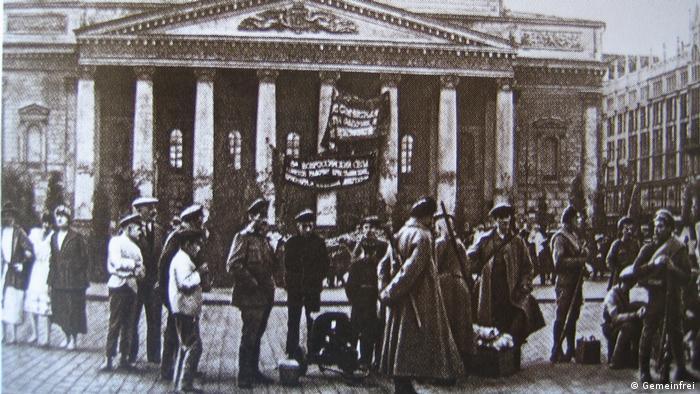 6 июля 1918 г. Латышские стрелки охраняют Большой театр
