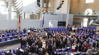 Столпотворение депутатов бундестага во время поименного голосования