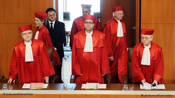 Der Zweite Senat des Bundesverfassungsgerichts in Karlsruhe (Foto: dpa)