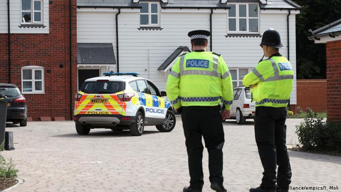 Polícia isolou áreas possivelmente visitadas pelas vítimas em Amesbury e Salisbury