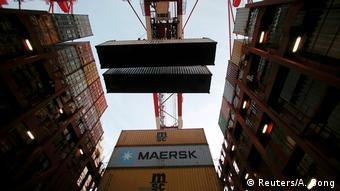 Грузовые контейнеры в шанхайском порту