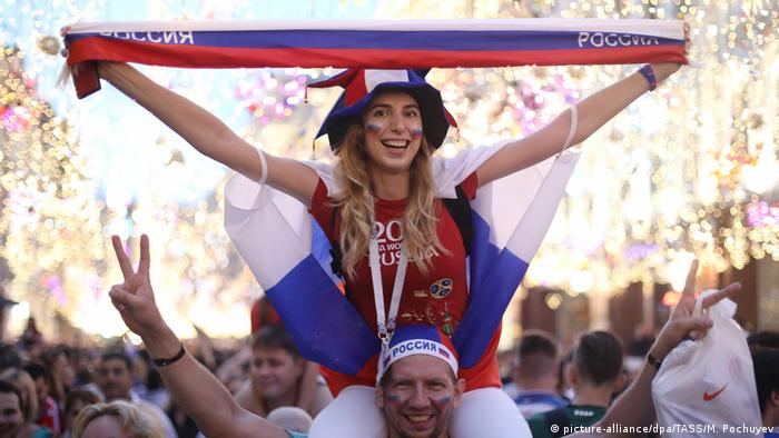 Russian fans (picture-alliance/dpa/TASS/M. Pochuyev)
