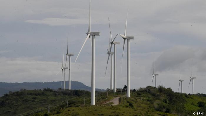 Sidrap, South Sulawesi - President Joko Widodo bei Windkraftanlage (BPMI )