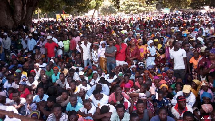Bevölkerung in der Kundgebung von Präsident Filipe Nyusi in Palma, Cabo Delgado, Mosambik (privat)