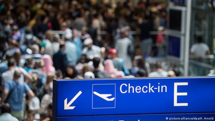 Deutschland Reiseverkehr am Frankfurter Flughafen