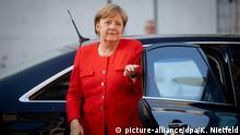 05.07.2018, Berlin: Bundeskanzlerin Angela Merkel (CDU) kommt am Reichtagsgebäude an, um an dem Koalitionsausschuss von CDU/CSU und SPD teilzunehmen. Foto: Kay Nietfeld/dpa +++ dpa-Bildfunk +++ | Verwendung weltweit