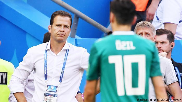 WM2018 - Südkorea - Deutschland: Oliver Bierhof und Mesut Oezil (picture-alliance/ULMER/M. Ulmer)