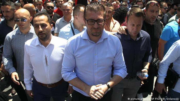 Mazedonien Hristijan Mickovski Parteichef der oppositionellen VMRO DPMNE (picture-alliance/AP Photo/B. Grdanoski)