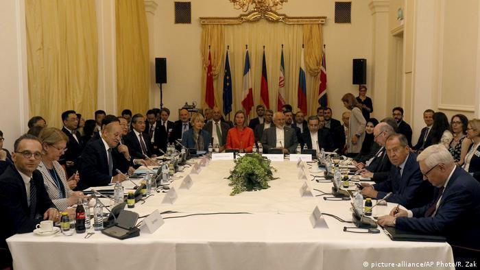 Österreich Wien - Abgeordnete besprechen atomabkommen mit dem Iran (picture-alliance/AP Photo/R. Zak)