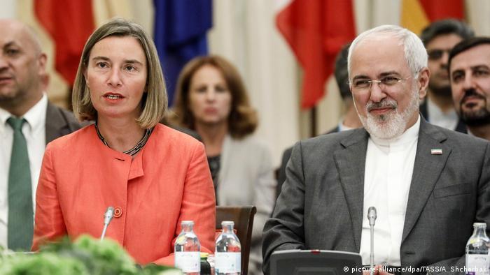 فدریکا موگرینی در کنار محمد جواد ظریف، ۶ ژوئیه ۲۰۱۸، وین