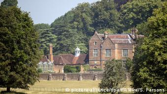 Η θερινή κατοικία της βρετανίδας πρωθυπουργού στο Τσέκερς.