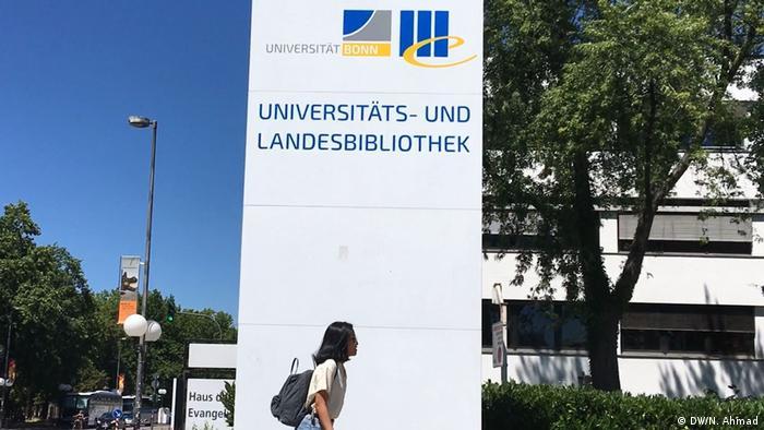 Deutschland | Bonner Studentin Nadia Dewanta (DW/N. Ahmad)