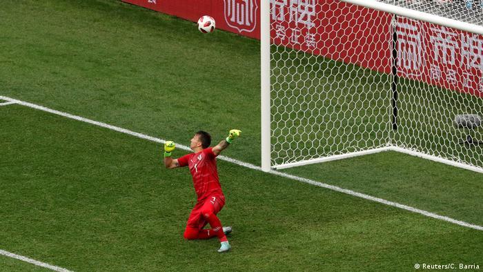 Фернандо Муслера пропускає другий м'яч у свої ворота
