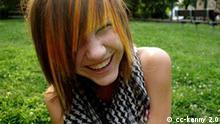 Mädchen mit EMO Frisur. Emo: ein jugendkulturelles Modephänomen. Quelle: Flickr.com, Autor: kenny, Creative Commons Lizenz: Namensnennung 2.0