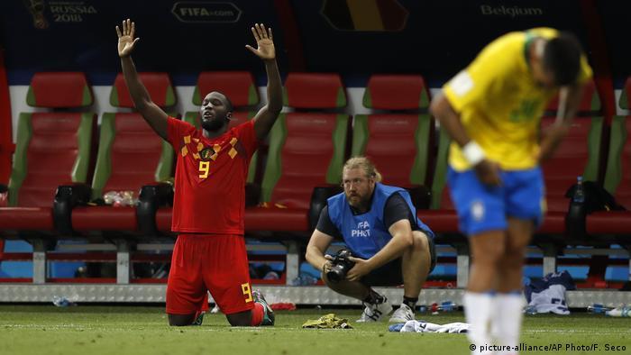 Fußball WM 2018 Brasilien - Belgien | Romelu Lukaku (picture-alliance/AP Photo/F. Seco)