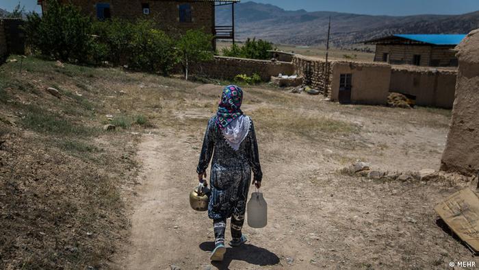 هدایت فهمی، معاون مدیرکل دفتر برنامهریزی کلان آب و آبفای وزارت نیرو گفته بود: «ایران با مصرف حدود ۸۸درصد از منابع تجدیدپذیر به بحران آبی رسیده است.» به گفته او زمانی که نیازهای جامعه بیش از منابع آبی باشد، به مرز یک تنش آبی میرسد. معمولا اگر ۴۰درصد منابع آبی استفاده شود قابلقبول است، اما مصرف ۴۰ تا ۶۰درصد منابع موجب تنش آبی و ۶۰ تا ۸۰درصد بحران آب محسوب میشود.