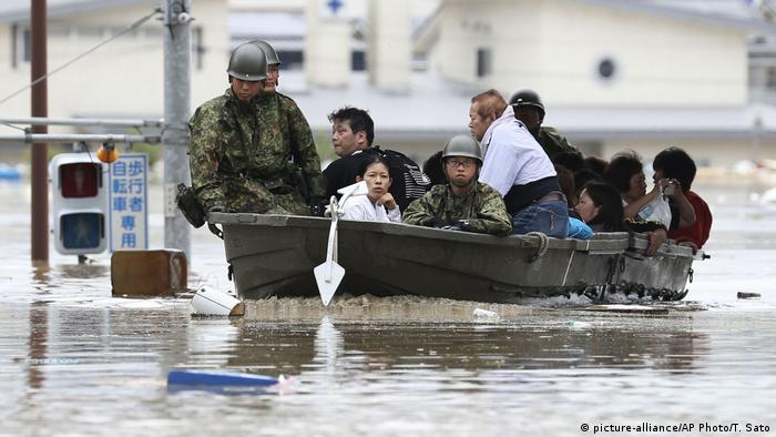 Unwetter in Japan (picture-alliance/AP Photo/T. Sato)