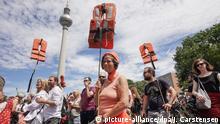 Deutschland Demonstration für Flüchtlinge der Bewegung Seebrücke in Berlin