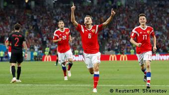 Денис Черышев празднует гол в ворота хорватов