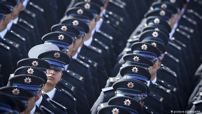 Symbolbild Polizisten Offiziere Türkei