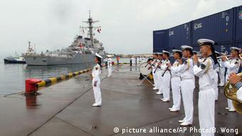 US-Zerstörer USS Benfold (picture alliance/AP Photo/B. Wong)