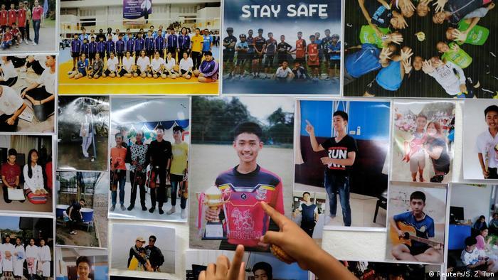 Familiares y allegados recolectaron fotografías de los niños atrapados.