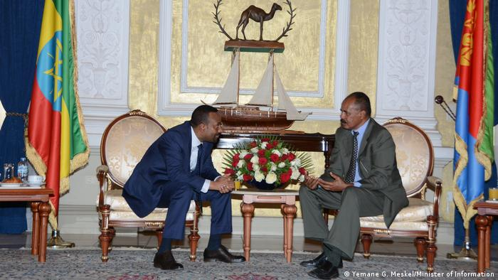Ethiopian President Isaias Afwerki und Prime Minister Abiy Ahmed in sitting and talking in Asmara between there countries' flags.