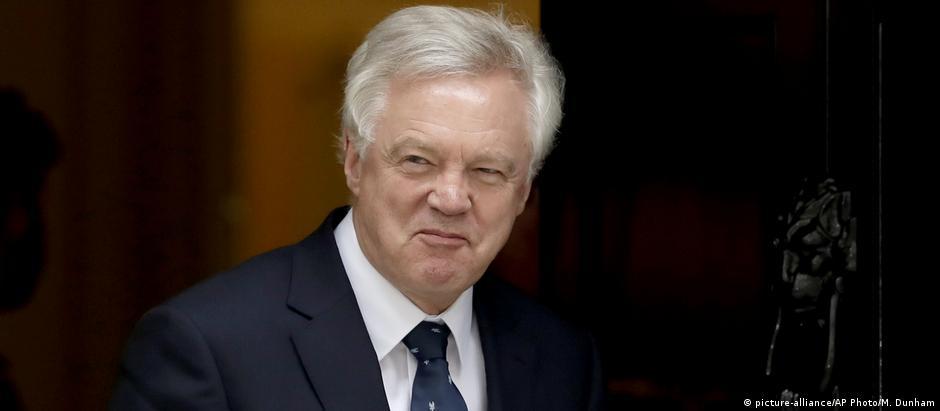 Negociador-chefe do Reino Unido para o Brexit, David Davis, renunciou no domingo (08/07)