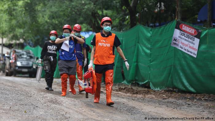 Del primer rescate del pasado domingo, tres niños fueron trasladados en helicóptero y un cuarto en ambulancia.